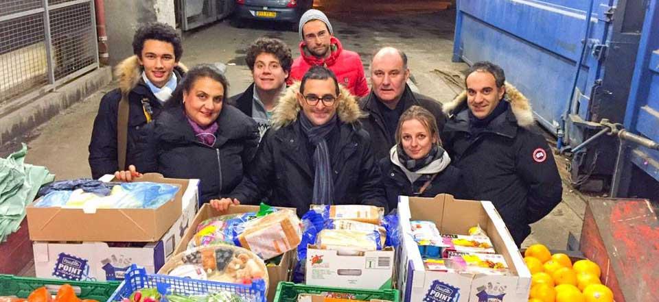Arash Derambarsh (Mitte) mit Unterstützern / Arash Derambarsh (au centre) avec les supporters