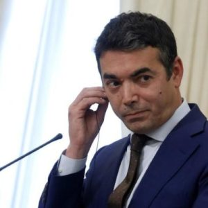 Министерот Никола Димитров напиша ТВИТ само на албански јазик!