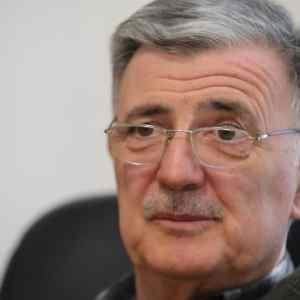 СКАНДАЛ: Советникот на Димитров зема плата колку претседателот Пендаровски!