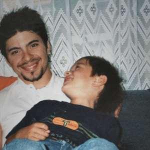 ДАЛИ ЌЕ ГО ПРЕПОЗНАЕТЕ: Ова е Христијан внукот на Тоше Проески- има 22 години и крши женски срца, ДАЛИ ЛИЧИ НА НЕГОВИОТ ВУЈКО?