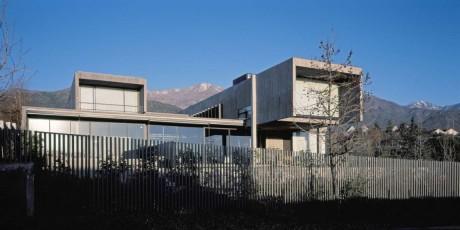 Дом со двором в Чили