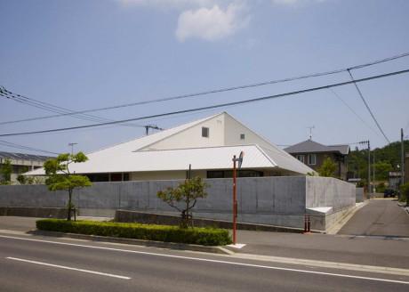 Дом в Самбонматсу (House in Sanbonmatsu) в Японии от Hironaka Ogawa.