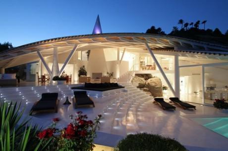 Дом на скале в Испании 2