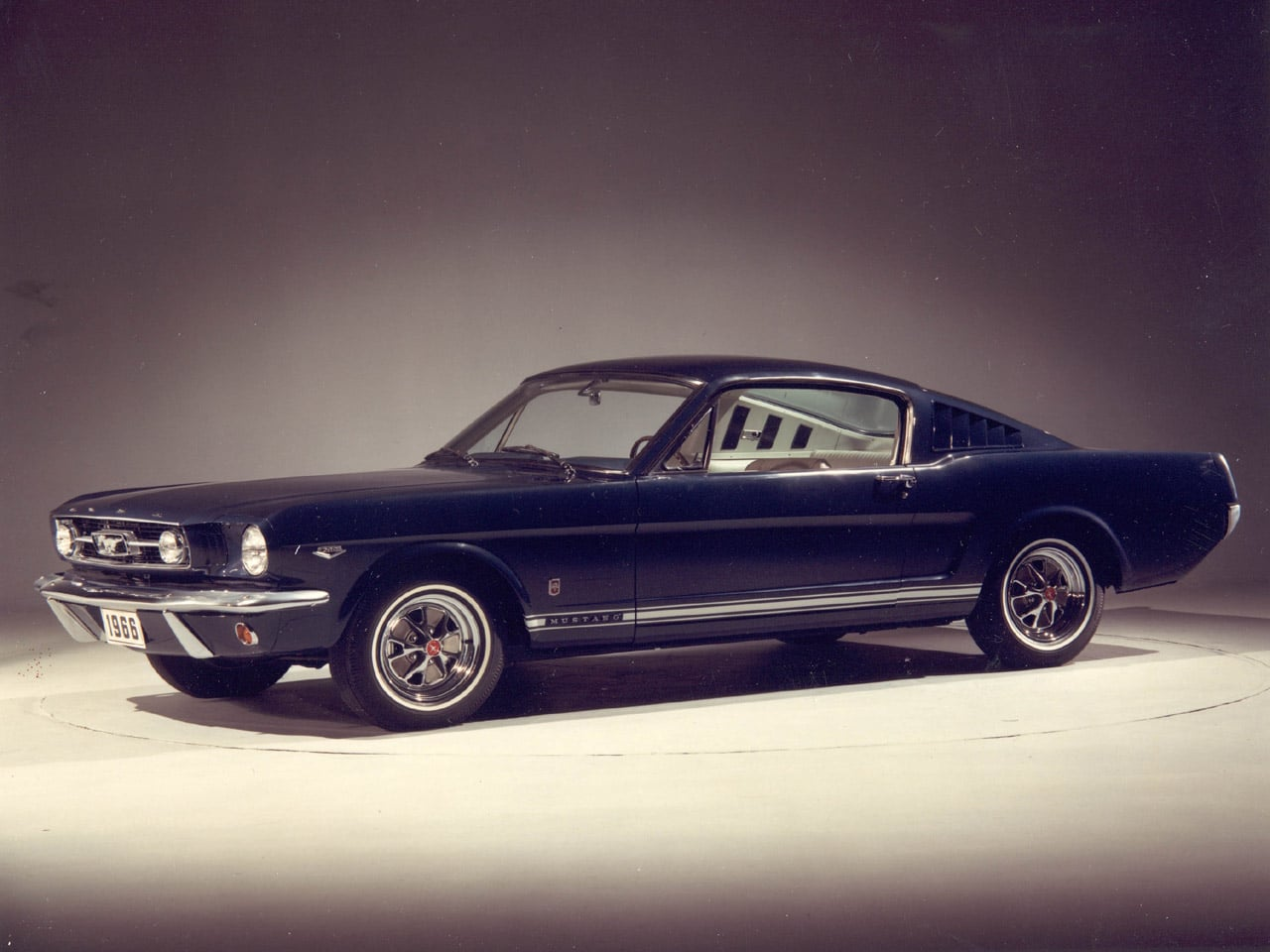 For years, steve has been partial to '70 mustangs, so his classic theme for his '66 fastback is part early gt, part '70 mach 1. Srlg Sglsjgsgi Slgjslss Ford Mustang 1960
