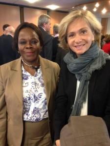 Mathy Kenya et Valérie Pécresse pendant la campagne électorale 2015