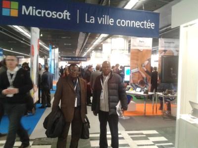 L'informaticien Jean-Jacques Ngangweshe(en lunettes)