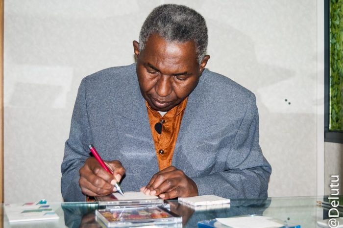 Dernière photo d'Anicet Mobe sur le plateau de l'émission de Lutumba.Référence: [V]