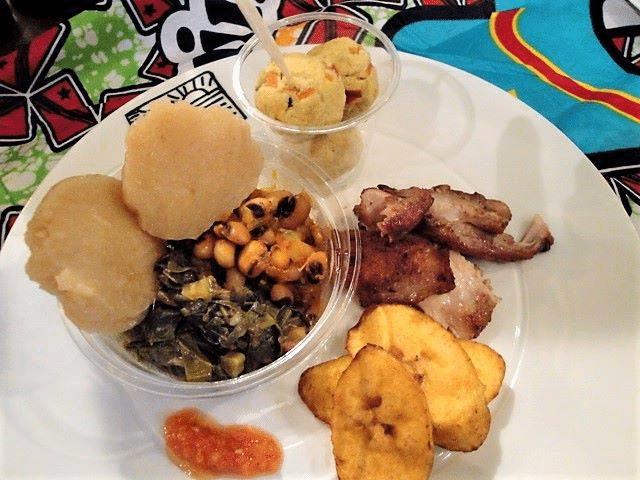 Chikwange («Kuanga»), Makemba (banane plantain), Pilipili... : restaurant Los Barbados