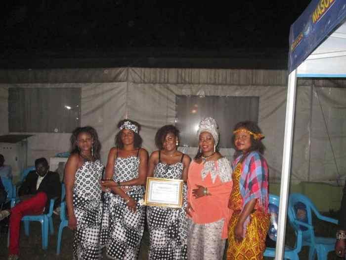 Faya Tess et ses danseuses en juillet 2016, à Kinshasa