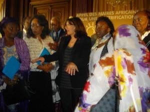 La maire de Paris Anne Hidalgo avec des maires africains.