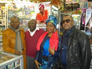 Nyboma, producteur-distributeur camerounais, Faya Tess et Willy Sionga.