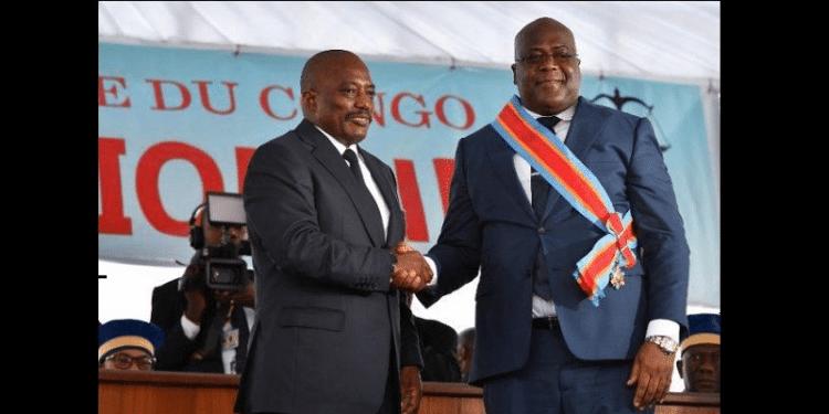 "Années 60-70: des mamans de Kinshasa disaient à leurs enfants:  ""politiki ezali eloko mabe kobuka lokuta"". Le 24 janvier 2019: Joseph ""Kabila"" et  Félix Tshilombo Tshisekedi se serrent la main."