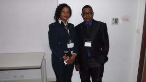Paris, salle de la télévision UBIZnews: journaliste Nila Mbungu et la Congolaise Suzie Katsuva.