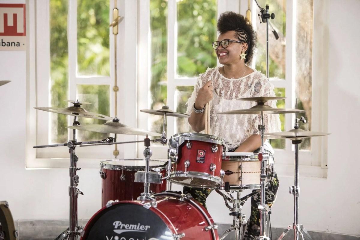 La baterista Yissy García en la casa del Festival del Nuevo Cine Latinoamericano. Foto: Larisa López.