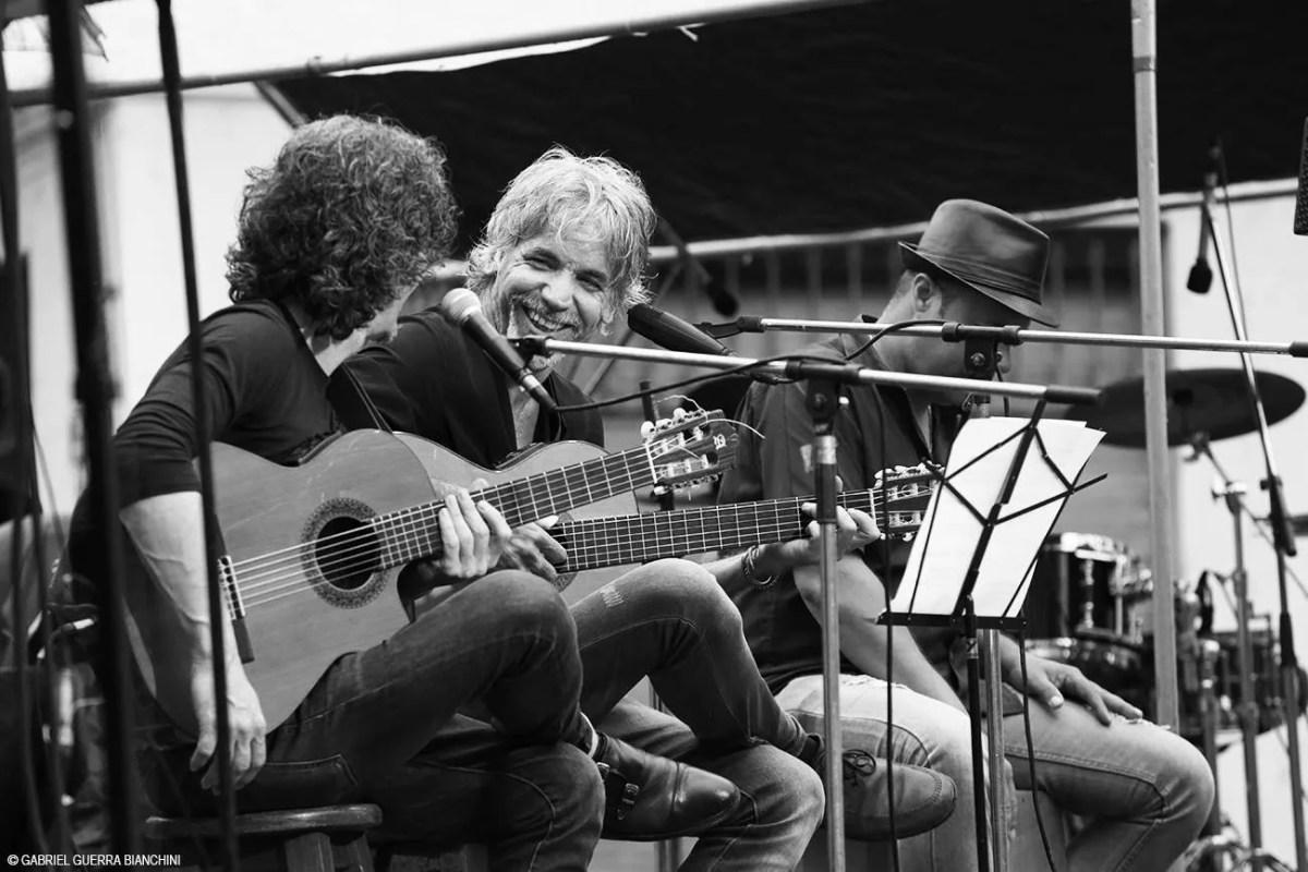 En cada concierto de la Gira por los Barrios además de Silvio Rodríguez y su banda siempre participan artistas invitados. Foto: Gabriel Guerra Bianchini.
