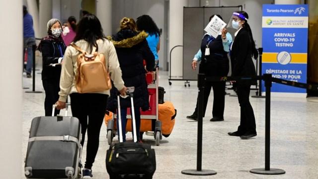 Las frustraciones de los viajeros aumentan por las nuevas reglas de cuarentena hotelera de Canadá