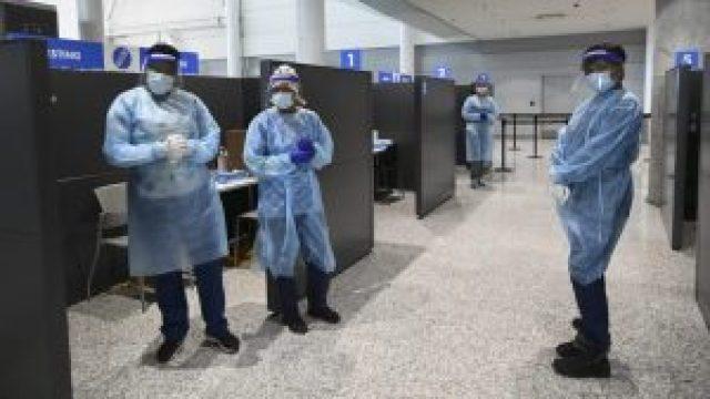 El piloto de vacunación en el aeropuerto para trabajadores agrícolas migrantes comienza hoy en Toronto