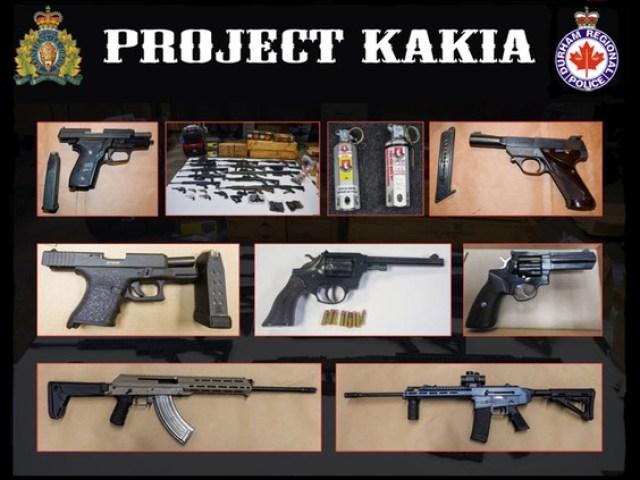 Drogas y armas incautadas por la policía al atacar a un grupo criminal