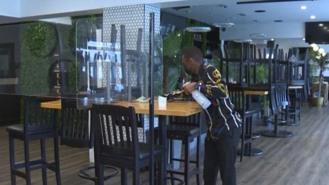 La frustración crece para los propietarios de restaurantes por las restricciones de salud