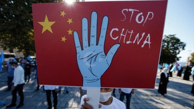 Políticas China podrían reducir millones de nacimientos de uigures en Xinjiang: informe
