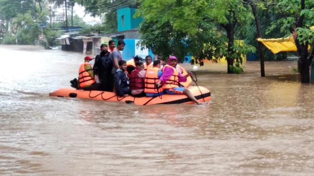 Más de 100 muertos por monzón en India que provocó deslizamientos de tierra e inundaciones