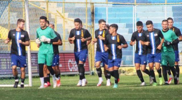 jugadores  salvadoreños en practica