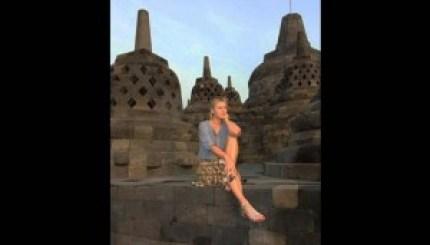 Maria Sharapova Di Candi Borobudur