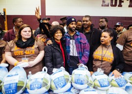 Big Sean Passes Out 5,000 Turkeys for Thanksgiving