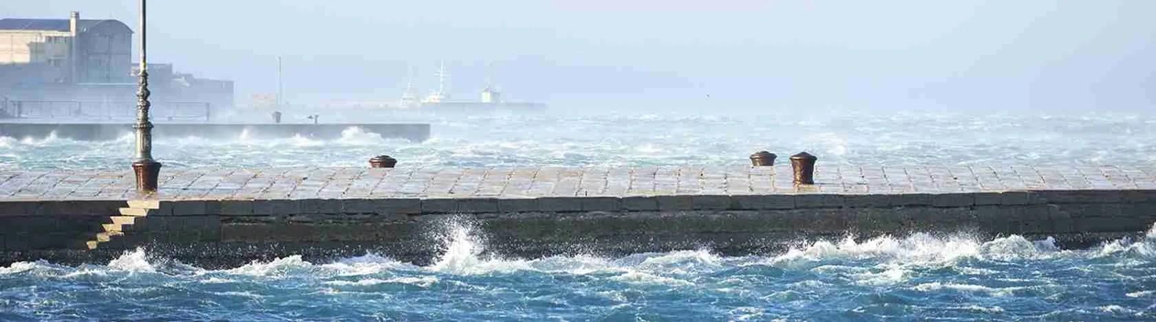Le escort Trieste hanno dovuto abituarsi anche alla Bora di Trieste per soggiornare in città.