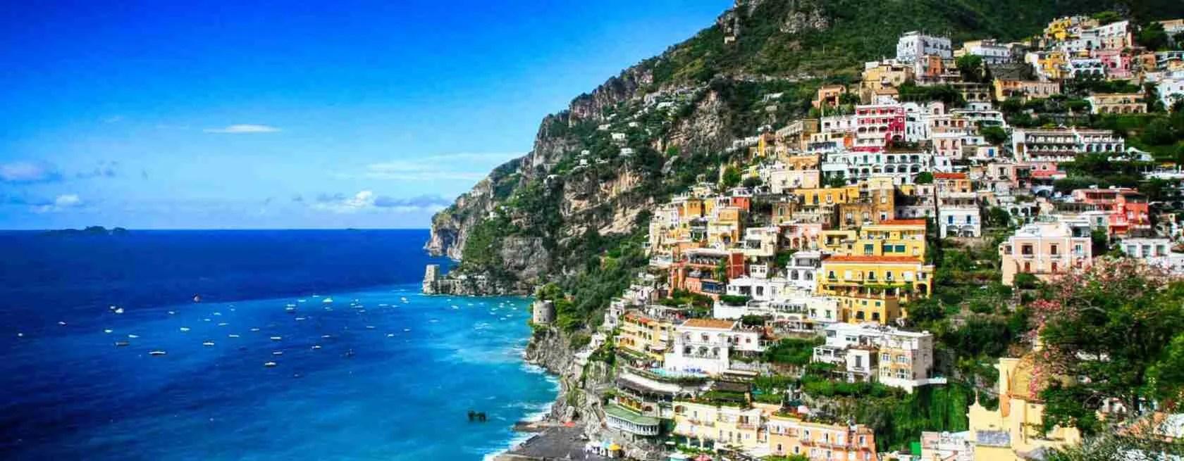 La Costiera Amalfitana è il luogo incantato per una vacanza in compagnia di una escort Salerno. Magica Escort