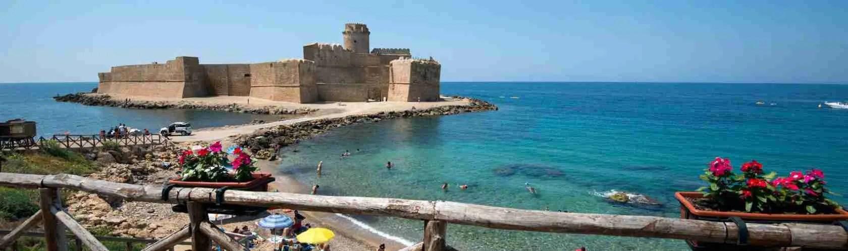 Le escort Crotone adorano questa città della Calabria per il sole, il mare e le spiagge.