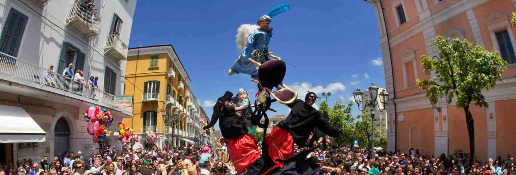 Il Festival dei Misteri di Campobasso piace moltissimo anche alle escort di Campobasso.
