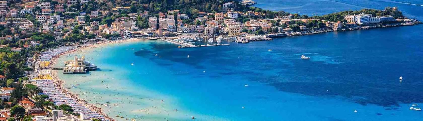 Le escort Palermo esibiscono i loro corpi eccitanti nella spiaggia di Mondello di Palermo. Magica Escort