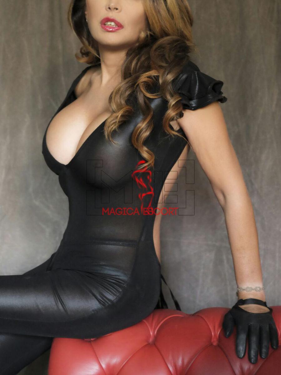 Sabrina è una escort di Genova italiana, anche padrona