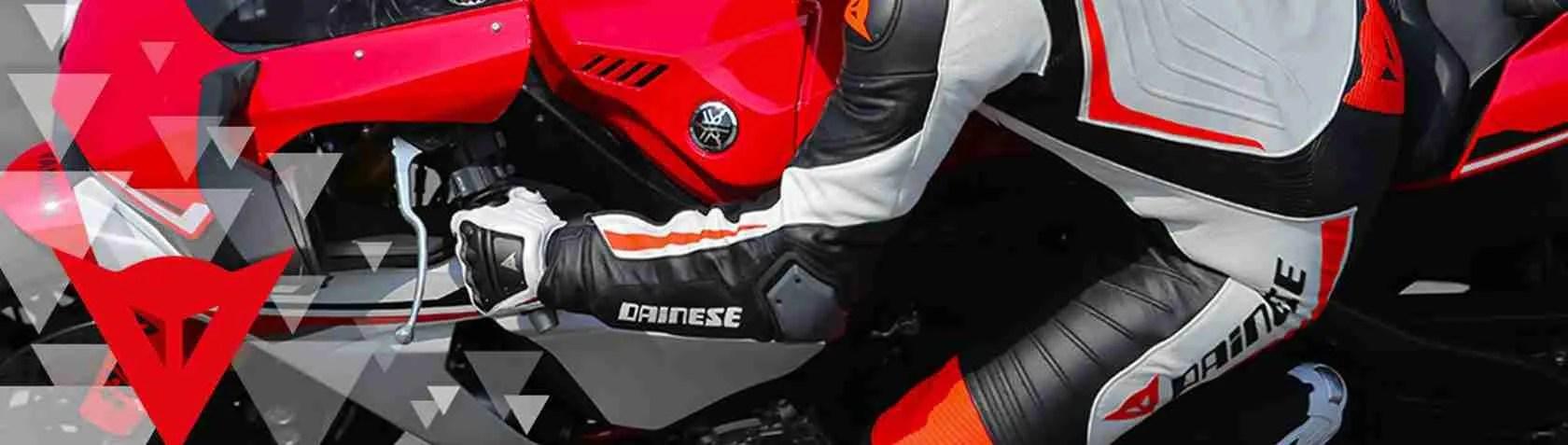 Le escort Vicenza adorano i motociclisti che indossano le tute in pelle della Dainese di Vicenza.