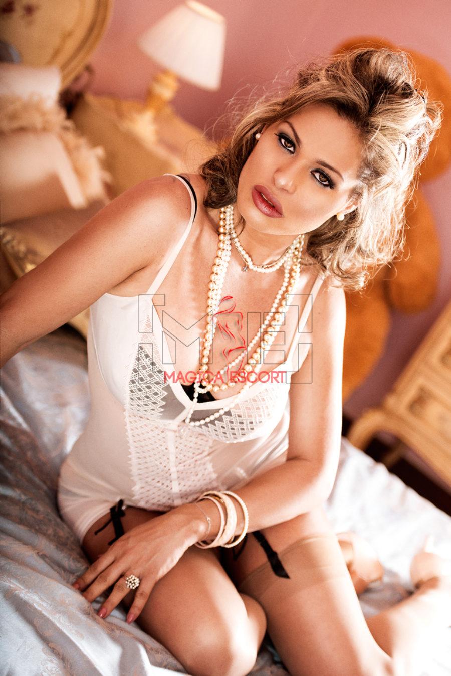 Giselle escort Bologna è suadente ed eccitante in questo primo piano molto intenso.