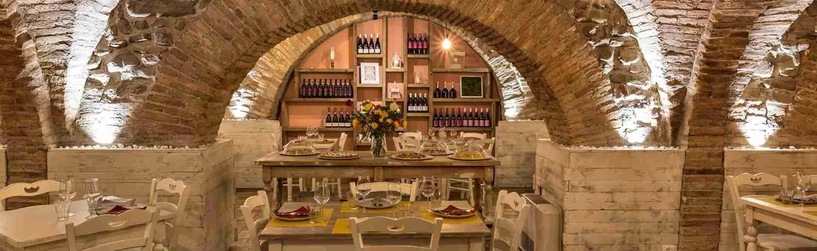 Le escort Pesaro e Urbino amano cenare in una vecchia osteria tra i borghi medioevali.