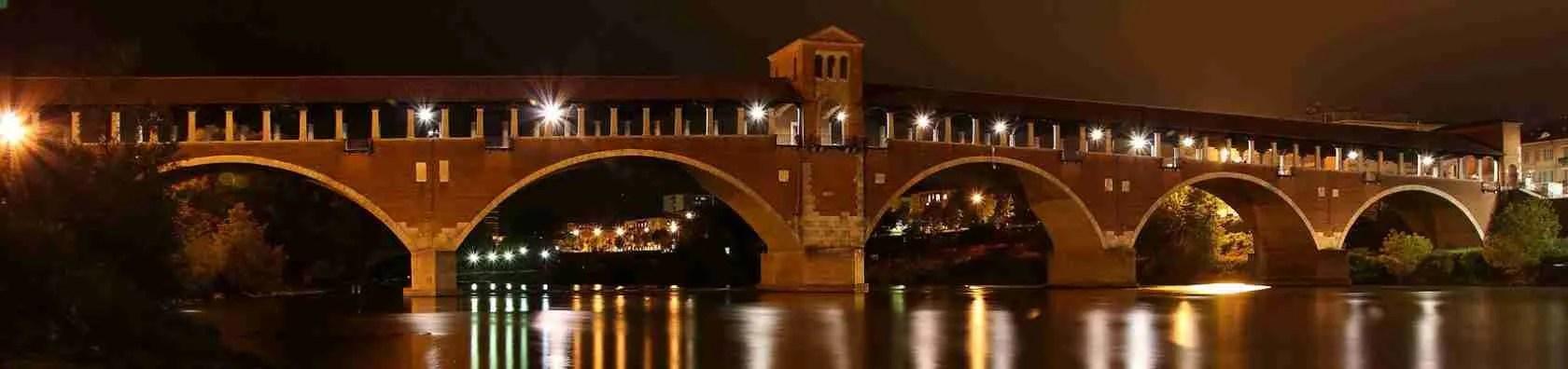 Le escort Pavia adorano fare una passeggiata romantica lungo il ponte coperto, il vero simbolo di Pavia, in compagnia del loro amante occasionale.
