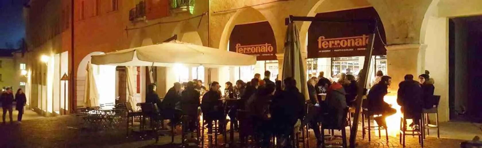 Tanti i locali in centro storico a Pordenone per un aperitivo con una escort di Pordenone.