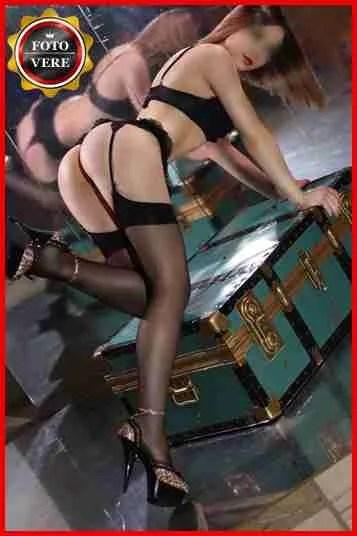 Agatha escort Milano è davvero provocante con il reggicalze e una lingerie davvero sexy.