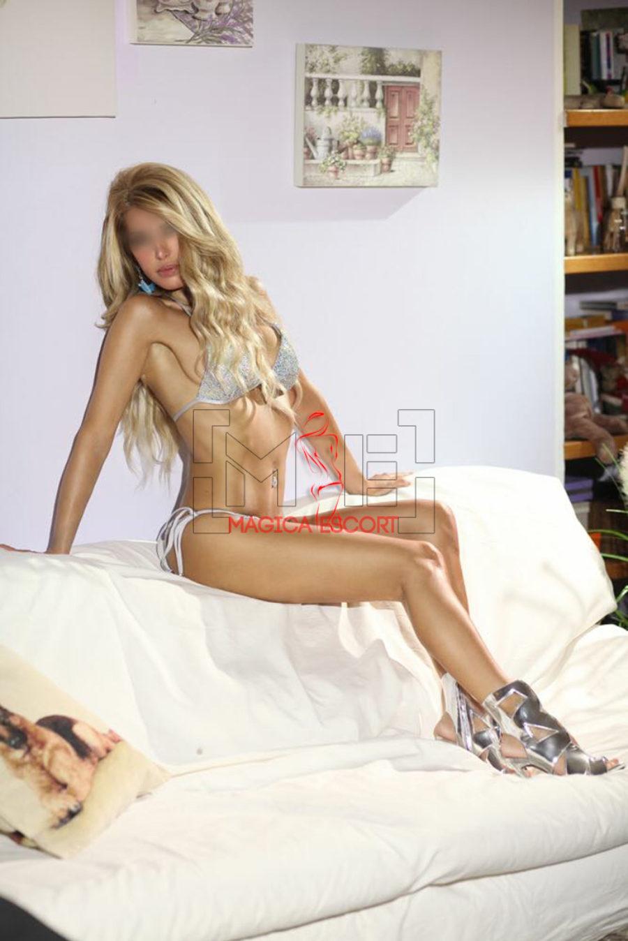 Veronika escort di lusso di Milano esibisce un corpo atletico e perfetto in questa foto.