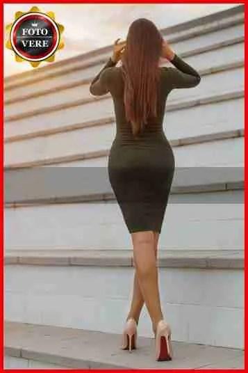 Eva escort Vicenza fasciata in un abito molto elegante.