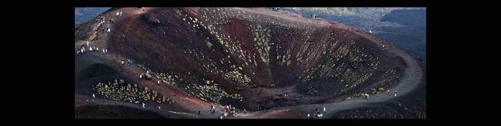 Le escort Catania sono disponibili per i tuoi incontri alle pendici dell'Etna, il vulcano simbolo della città. Magica Escort
