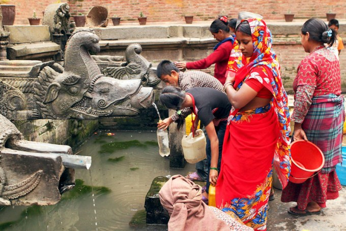 Nepal-Patan-Durbar-Square-Filling-Water2-L