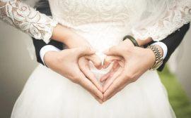Un cœur avec les mains