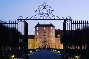 Chateau de Villiers le Mahieu - Partenaire du magicien mentaliste Xavier Nicolas