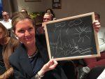 Stéphanie Schnebelen fait un dessin a deviner par le mentaliste Xavier Nicolas