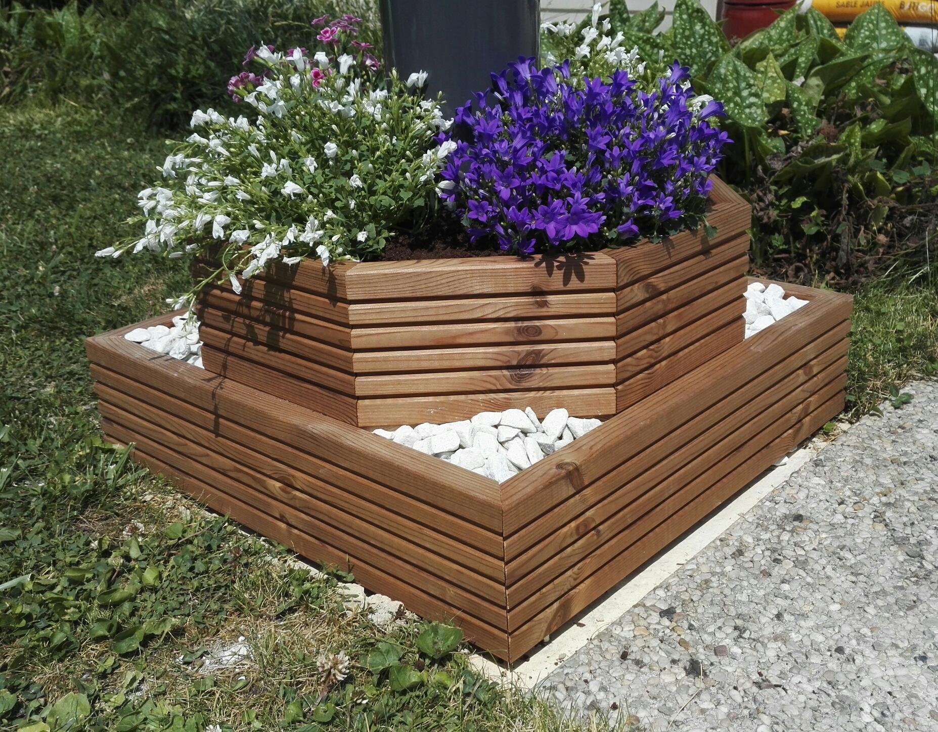 Jardiniere octogonale cache poteau en lames de terrasse