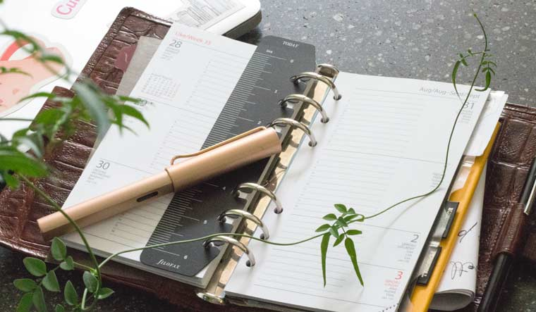 planer .plan your week in a sketchbook