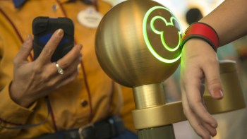 Permalink to: Magic Bands & FastPasses!